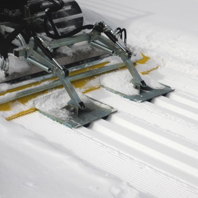 Snow Rabbit plogar genom djup snö