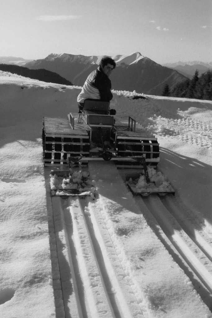 Snow vehicle Felix laying classic ski tracks